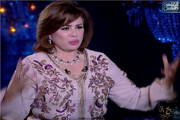 يالصور.. الفنانة إلهام شاهين تخطف الأنظار بالقفطان المغربي في رمضان