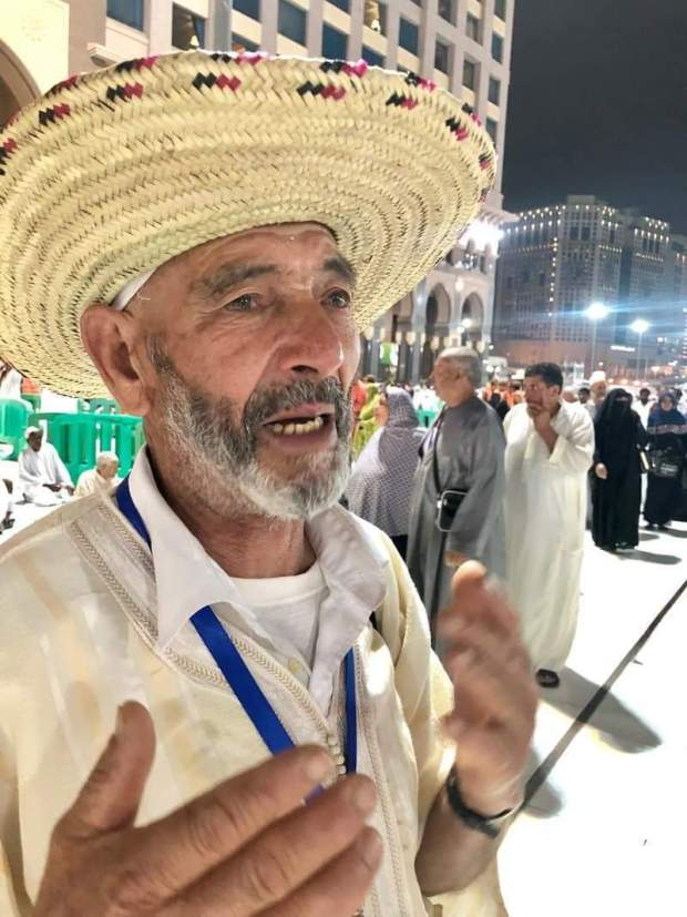 بالصور.. محمد رجل سبعيني قضى 20 عاما يجمع مال أداء العمرة