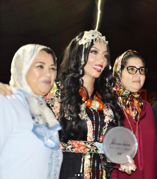 بالصور..شقيقة دنيا بطمة تتوج كأحسن عارضة لسنة 2019
