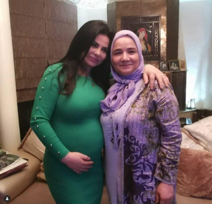 صورة جديدة للفنانة الكبيرة لطيفة رأفت وعلامات الحمل ظاهرة عليها