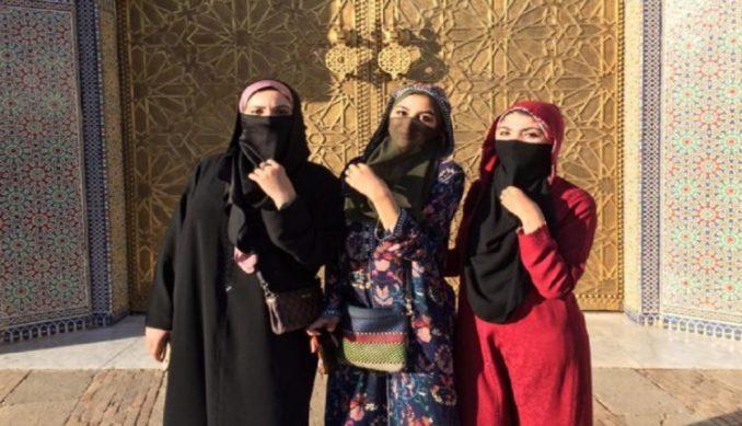 تحدي الحايك واللثام يغزو المدن المغربية ويصل مدينة فاس