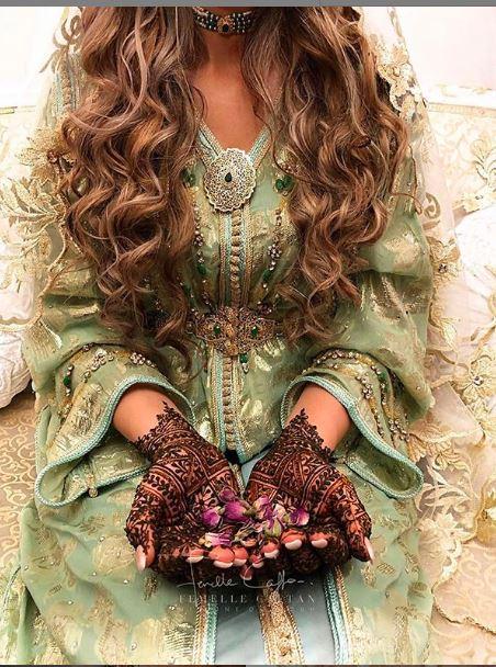 تشكيلة جديدة من القفاطن المطروزة والمنبتة بثوب حريري وألوان متناسقة