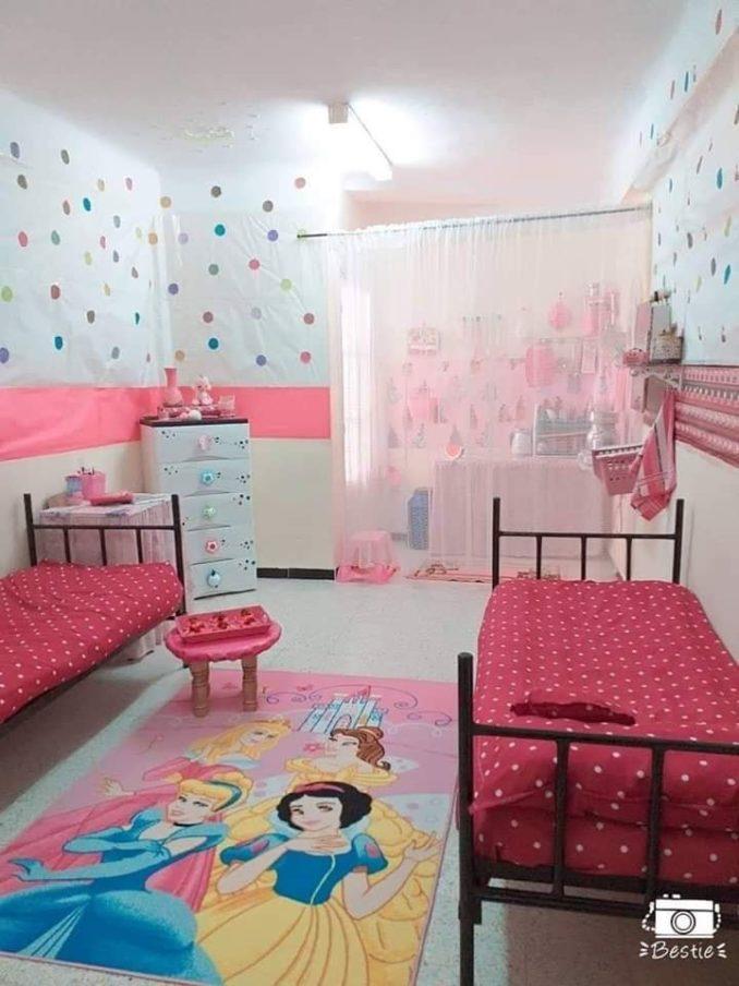 غرفة طالبة جامعية تنال اعجاب رواد مواقع التواصل بتنظيمها الراقي والوانها المبهجة