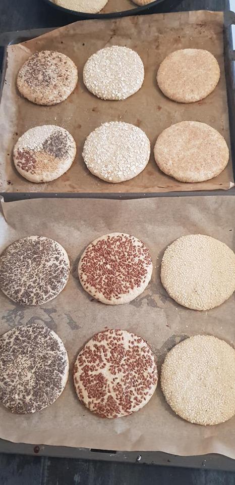 خبز الزميطة ودقيق القمح الكامل بالزرارع