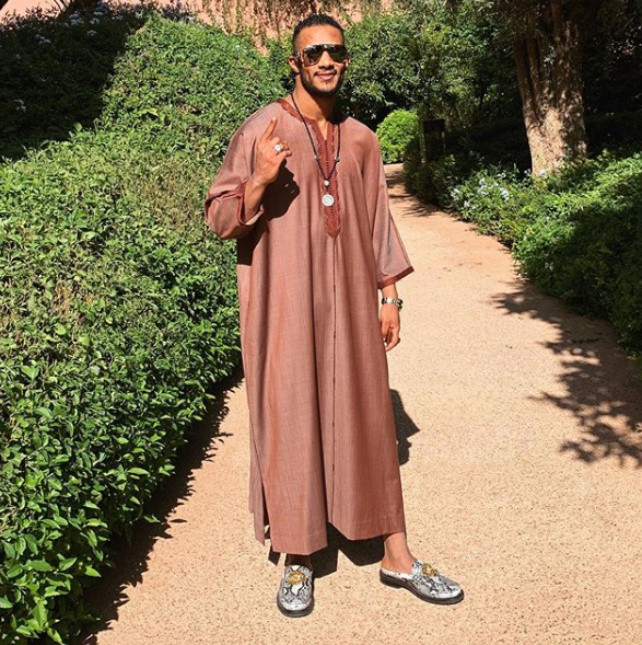 الاسطورة محمد رمضان يخطف الانظار بالكندورة المغربية