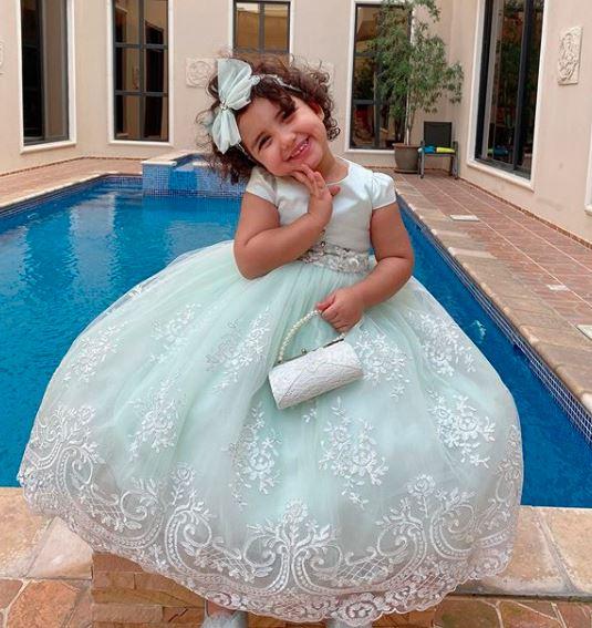 بالصول.. غزل الترك ابنة دنيا بطمة تخطف الأنظار بفستان أبيض في ذكرى المولد النبوي