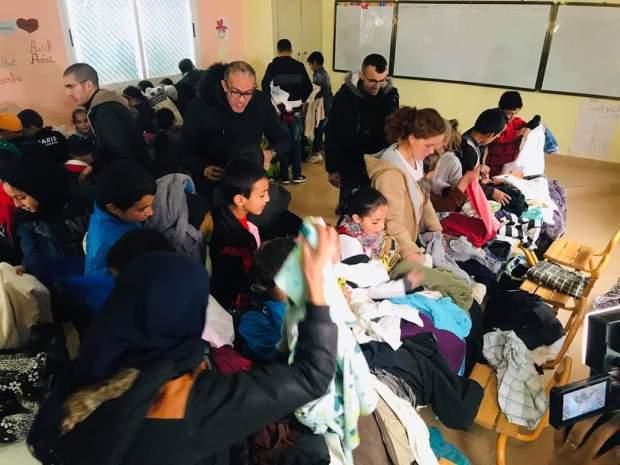 بالصور.. الأستاذ المثالي يطلق حملة جمع التبرعات لشراء ملابس شتوية وأجهزة للتدفئة للتلاميذ