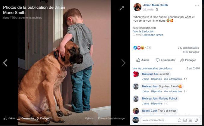 عندما يتقاسم معك الصديق العقوبة.. صورة لطفل عاقبته أمه وكلبه لم يتركه وحيدا نالت إعجاب رواد مواقع التواصل