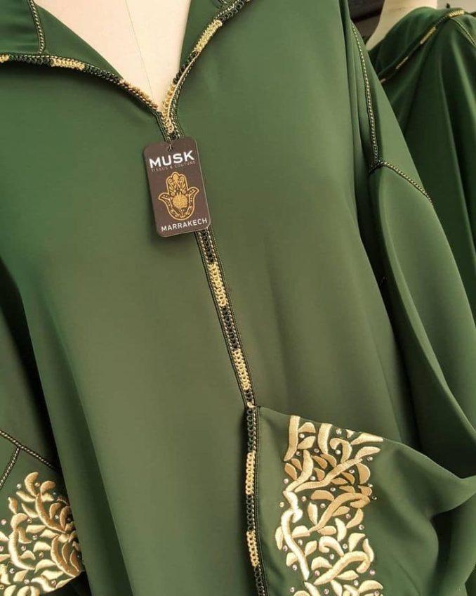 موديلات متنوعة من الجلابة باللون الأخضر الملكي