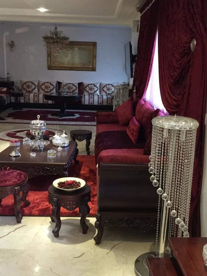 شقة مغربية فاخرة مرتبة بشكل انيق وراقي
