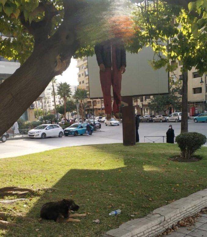 انتحار حارس سيارات بالشارع العام بمدينة طنجة وكلبه ظل يحرسه ورفض الإبتعاد عنه عندما نقلته الوقاية المدنية