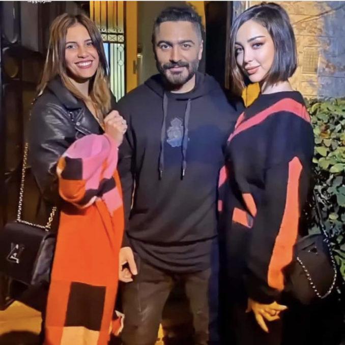 صفحات على مواقع التواصل تنشر صورة جديدة لبسمة بوسيل وتامر حسني رفقة إحدى معجباتهم