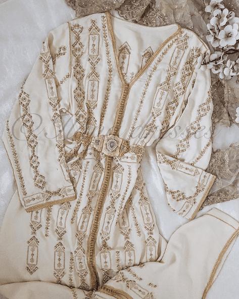 تشكيلة عصرية من القفطان المنبت والمطروز