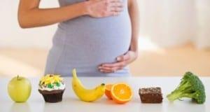 ما الذي يجب على المرأة الحامل تجنبه من الطعام ؟