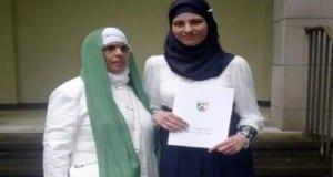 التلميذة مريم رادْك رفقة والدتها