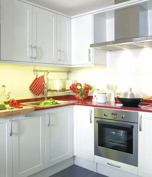 Kitchen Designs In South Africa: أحدث ديكورات و ترتيبات المطابخ صغيرة المساحة للشقق الضيقة