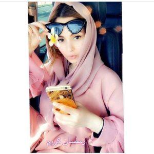 في أول أيام رمضان خولة بنعمران بالحجاب و بدون مكياج...ما رأيكم في جمالها؟