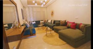 شقة مغربية و لا في الأحلام مفرشة بديكورات عصرية اخر طراز