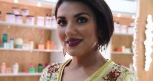 ليلى البراق تثير إعجاب متتبعيها بجلابة بسيطة وأنيقة باللون الأزرق في رمضان