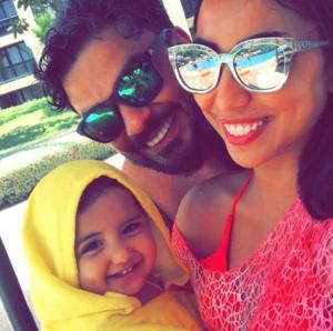 هكذا تقضي دنيا بطمة عطلتها الصيفية رفقة زوجها و ابنتها