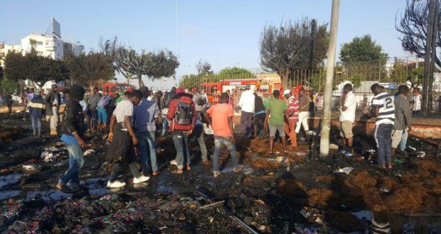 شاهدوا الخراب و الدمار المخيف الذي سببه حريق مفاجئ في مخيم الأفارقة بالبيضاء