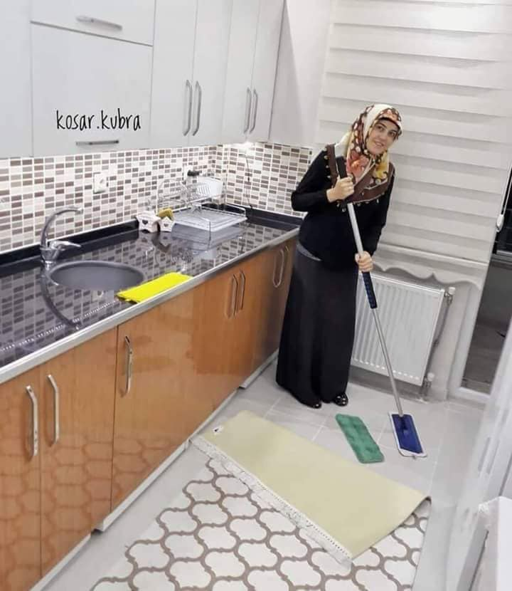 زوجة تركية تثير الإعجاب على مواقع التواصل بصور مميزة من منزلها