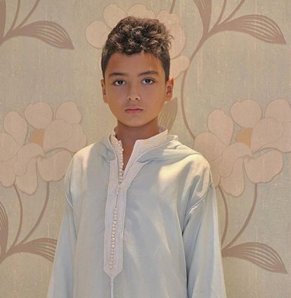 ابن فاتي جمالي يخطف الانظار بالجلابة المغربية في اخر ظهور