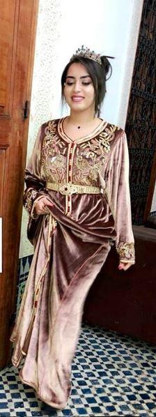 تشكيلة جديدة من القفاطن العصرية المطروزة بأثواب وألوان مميزة