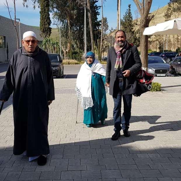 صور حديثة للفنان رشيد الوالي رفقة والديه وزوجته تنال إعجاب رواد مواقع التواصل