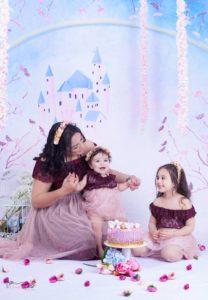 جلسة تصوير رائعة للفنانة حنان الابراهيمي رفقة ابنتيها بنفس اللباس