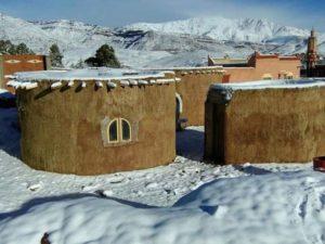 في مبادرة غير مسبوقة طلبة مهندسين قاموا ببناء مدرسة تقليدية لفائدة أطفال منطقة قروية بورزازات