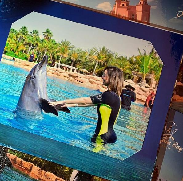 بسمة بوسيل تخطف الانظار وتثير اعجاب جمهورها بصورتها مع دلفين